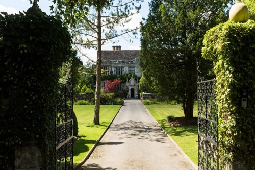 Smallfield Place In Surrey For Weddings - Best Venues London