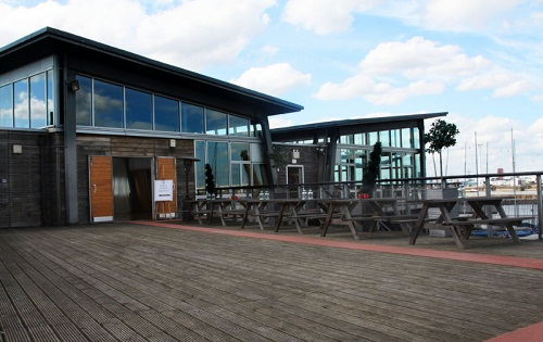 The Greenwich Yacht Club on the River Thames - Outside image